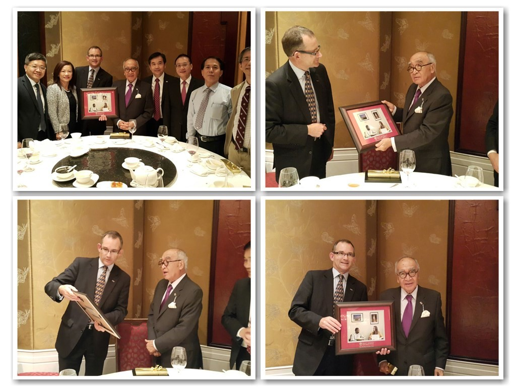 Dr. Wong presenting a photo frame to the new President